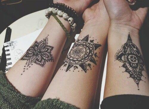 Татуировки на запястье для девушки